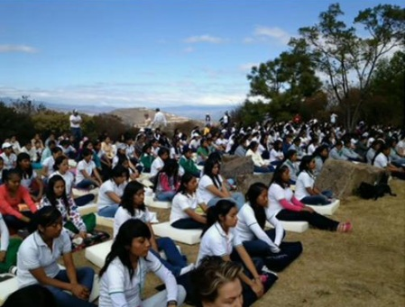 Mexico students meditate for peace